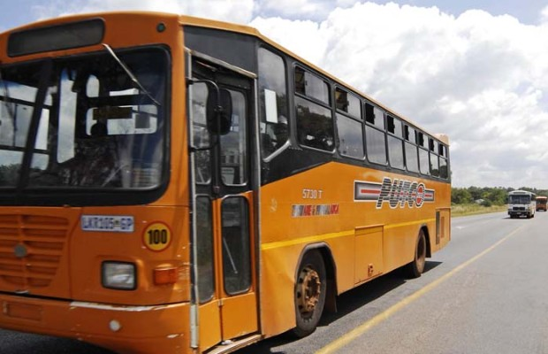 4 January 2010. A string of Putco busses heads to Pretoria along the notorious Moloto Road after angry commuters earlier blockaded busses trying to leave from the bus depot just outside Moloto. Picture: Sabrina Dean.