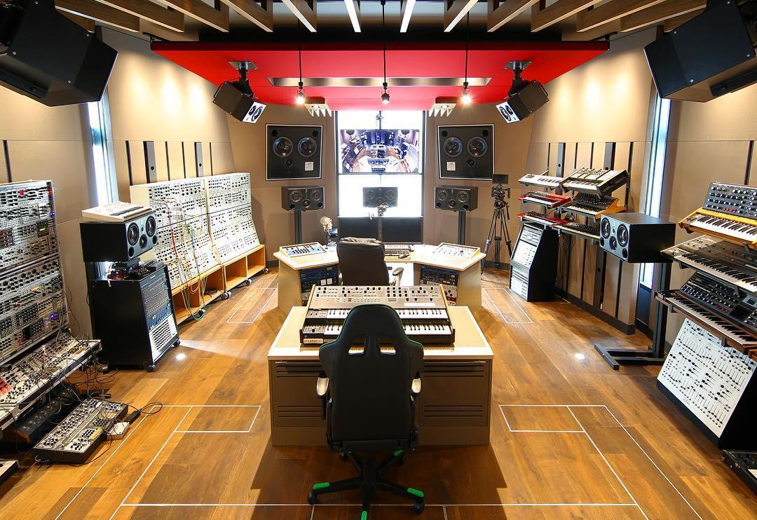 Deadmau5-Studio-yomzansi2